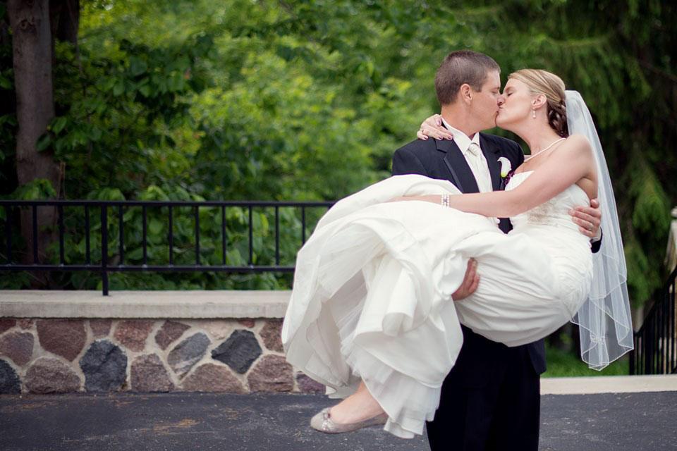 Poses para fotos de boda novia en brazos