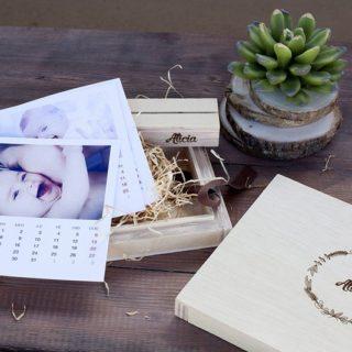Estuche de madera con diseño Navidad 17-09 y calendario mensual con peana