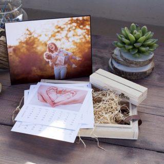 Estuche de madera con caledario mensual con peana y Portafoto-Fino
